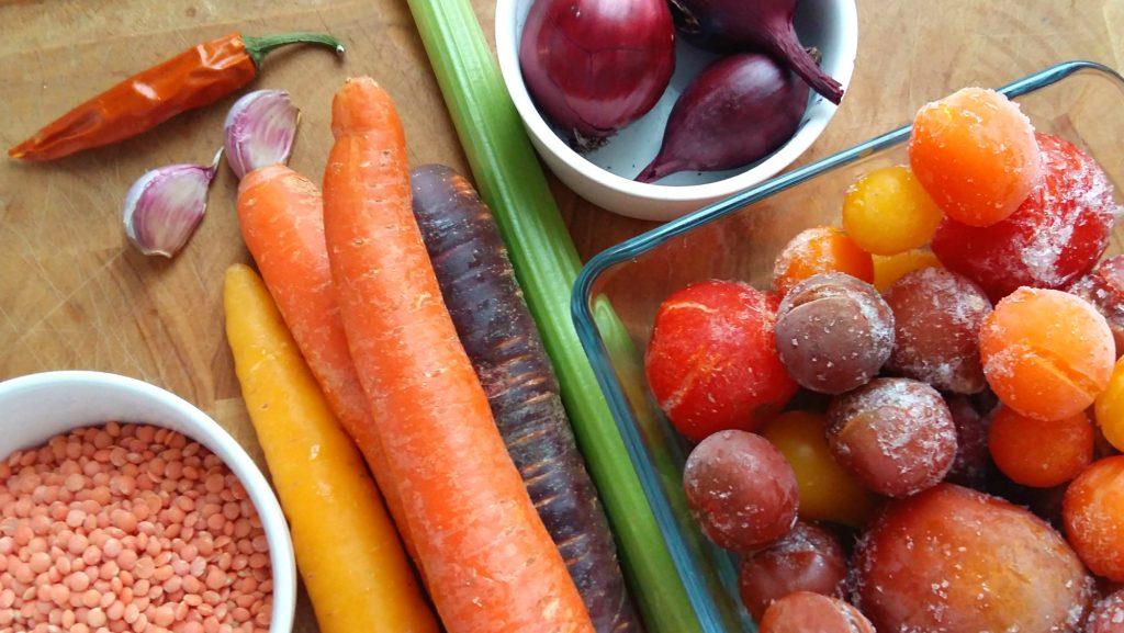 Kotimaisia kasviksia, tarpeet edulliseen vegaaniseen kasvispataan